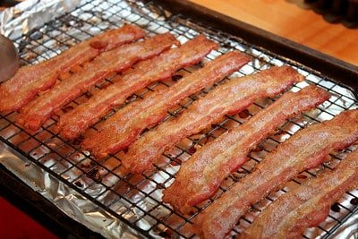 bacon on rack in cookie sheet