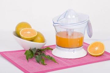 citrus juice extractor with oranges and fresh juice