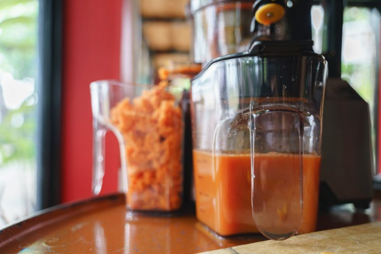 carrot juice pulp and juicer